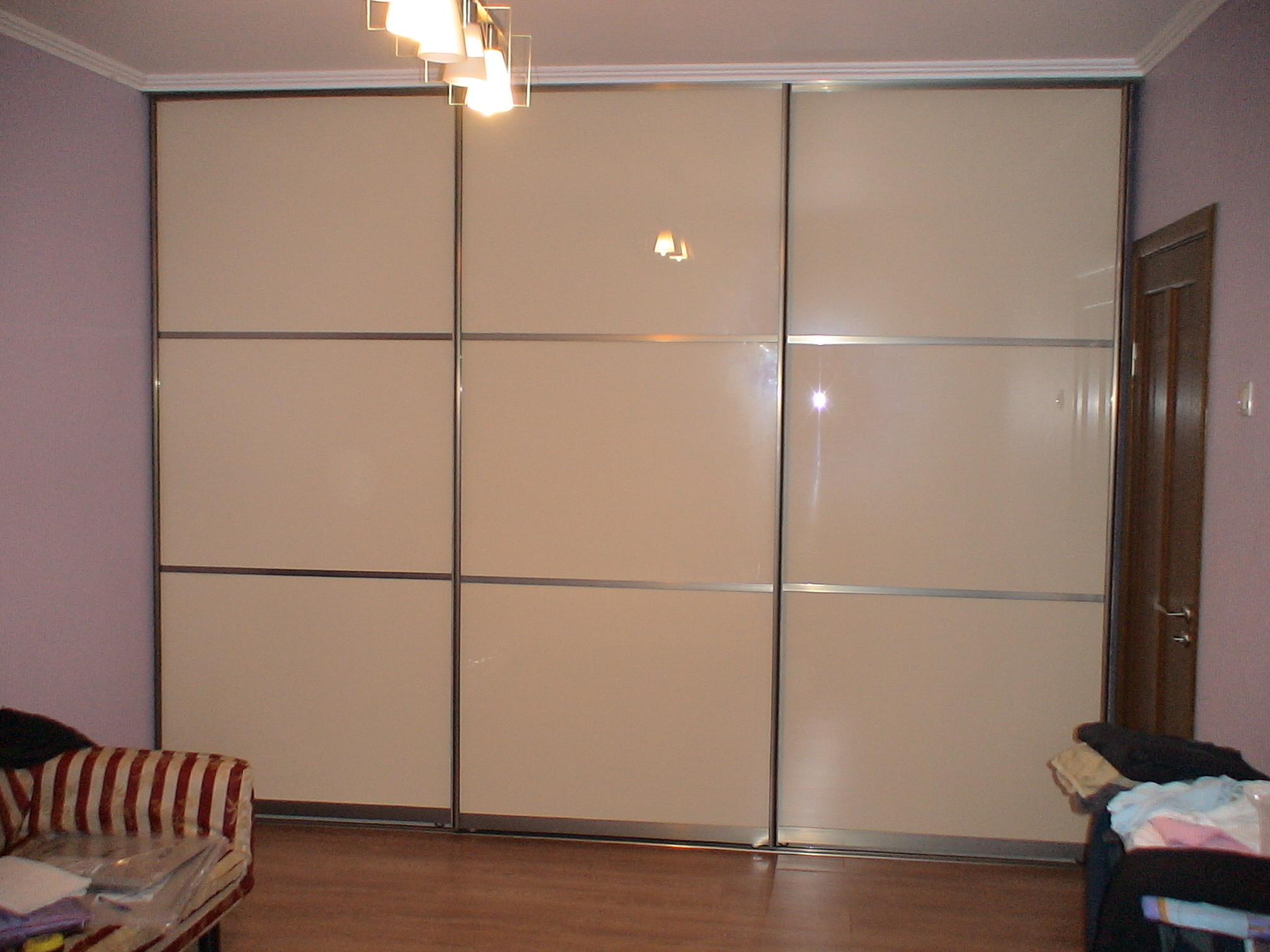 Шкафы купе акриловое стекло.